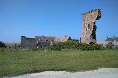 Château et ruines du donjon à Regnéville-sur-Mer