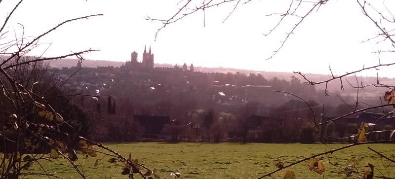 Ville de Coutances, Manche, vue de l'ouest vers l'est.