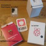 Raspberry Pi 3 B+ et ses accessoires dans les emballages.