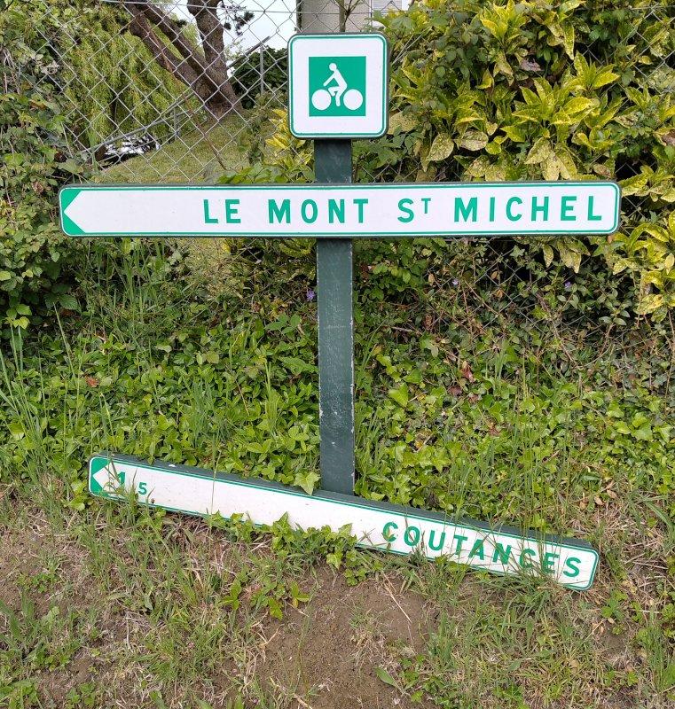 Balisage vélo directionnel à Coutances -Manche-